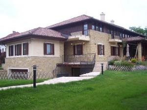 Családi házak